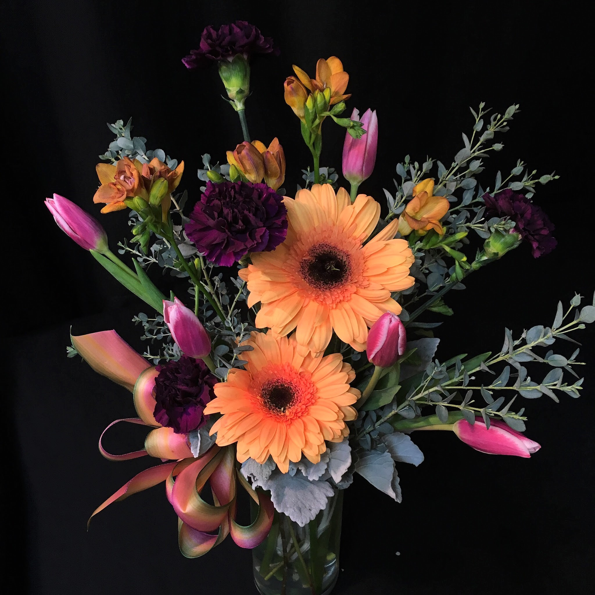 daisy tulip freesia mix medium cylinder