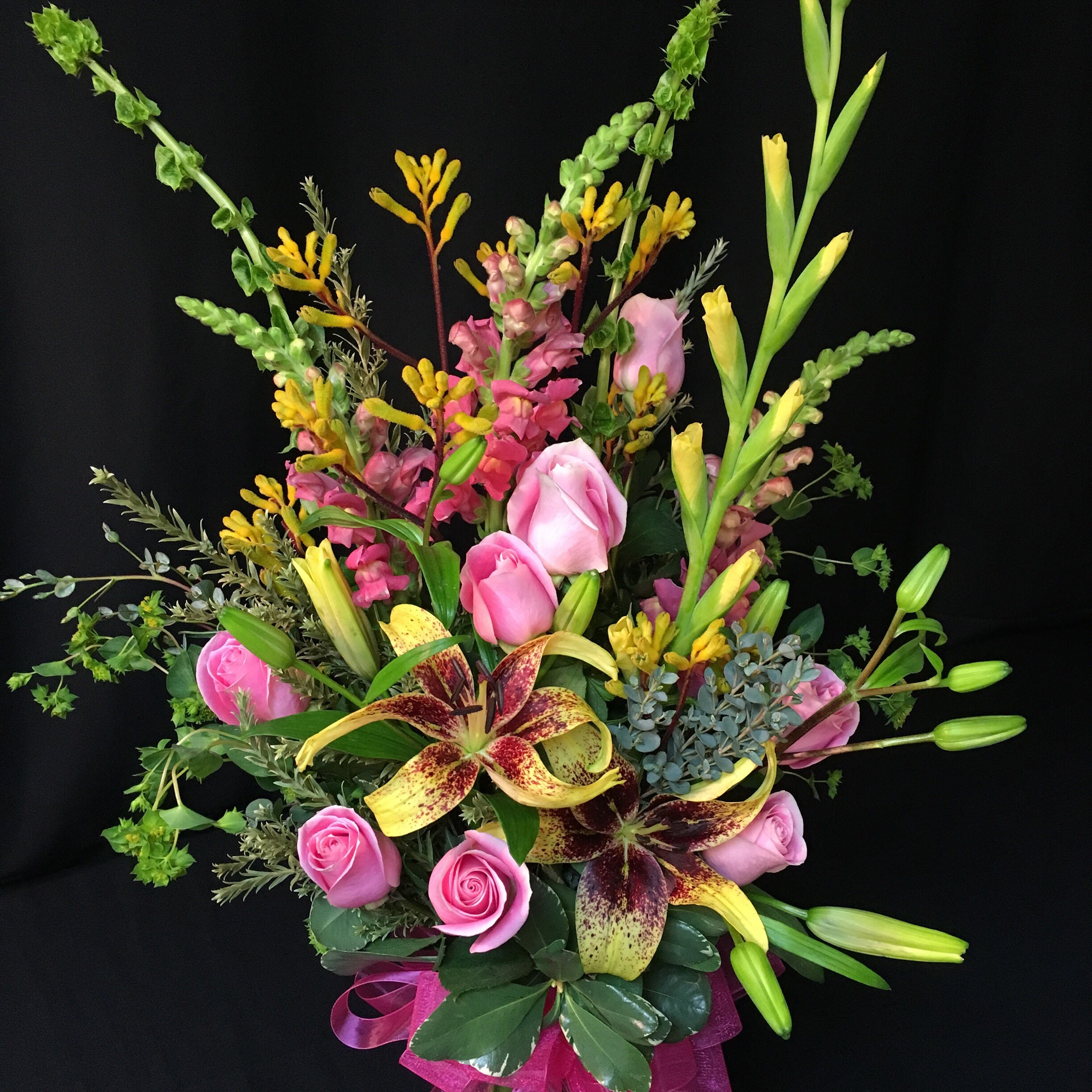 Cheerful lily Bouquet with Roses